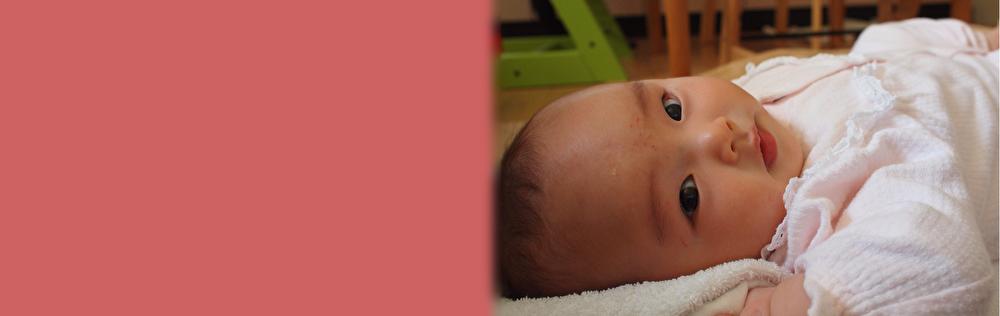 10年以上の経験をもつ助産師が、お母さんの声に丁寧に耳を傾けながらケアを行います。お母さんが少しでも楽に・楽しく育児ができるように応援します。痛くない母乳ケアを通して、母乳育児を手助けします。